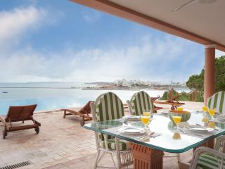 Monte Bela Vista Villa by Rental Retreats, Ferragudo
