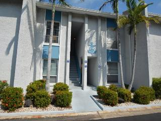 MADEIRA BEACH YACHT CLUB #230E - ALL THE AMENITIES!, Treasure Island
