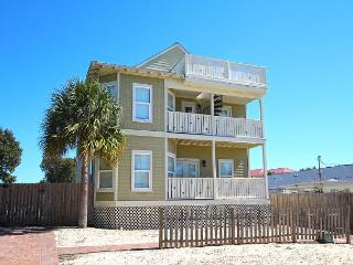 Luxury 6 BR~Private Pool~July 30-Aug 6 Available~Best Rates in Crystal Beach!, Destin