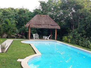 Relaxing Pool Side 2 Bedroom Condo, Puerto Aventuras