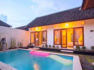 Beautiful 3 bedroom pool villa, 5 min to Seminyak