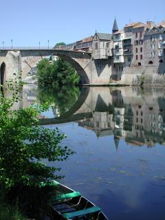 le pont vieux à Villeneuve