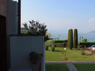 LUXURY APARTAMENT WITH PRIVATE BEACH AND GARAGE, Sirmione