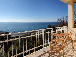 Cozy Beachfront App near Zadar 1