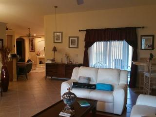 Large, clean, beautiful home 15 minutes from beach, North Port