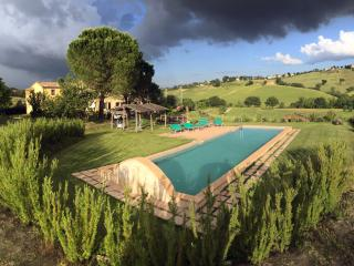Dimora in campagna con piscina, Loro Piceno