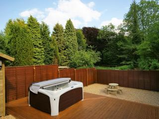 The Hideaway, sleeps 2, hot tub, garden, pool.