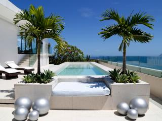Rio001 Breathtaking Penthouse in Copacabana with Pool beachfront