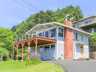 Views, Giant Deck and Hot Tub, All in Beautiful Roads End!, Lincoln City