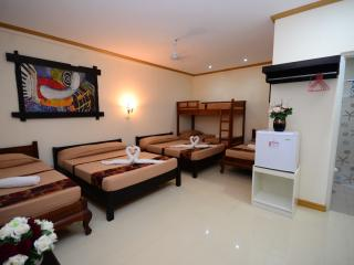 Bold Room for 8 in Puerto Princesa!