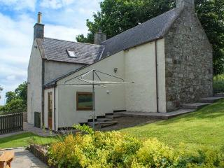 BUTTERMERE COTTAGE, stone detached cottage with WiFi, en-suite facility, Banff