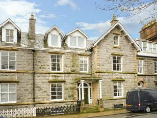 1 MEWS LANE, stylish apartment, harbour views, king-size beds, WiFi in Kirkcudbr
