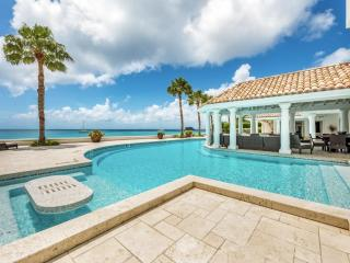 Luxury 6 bedroom St. Martin villa. Contemporary Beachfront with gorgeous sunsets!, Grand Case