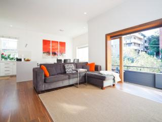 Stylish and Sunny Coogee Apartment CO64