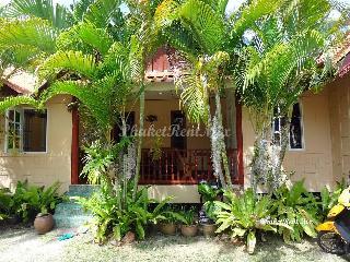 Beautiful single house on the beach Yanuy, Rawai