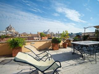 Piazza Venezia Penthouse apartment in Centro Storico with WiFi, air conditioning
