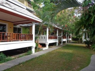 The cosy bungalows at Lemon House with shared pool, Patong