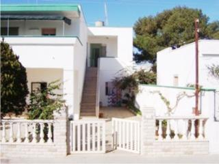 Two-roomed holiday home in Torre Pali Salento Apulia, about 500 meters from the
