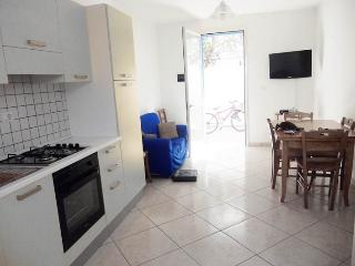 White holiday house in Torre Pali Salve in Salento a few meters from the beach