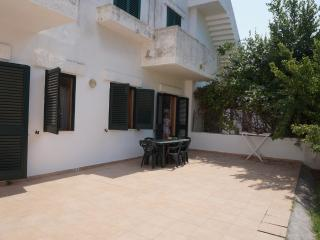 Holiday cottage for rent in Gallipoli in Baia Verde area just a few meters from