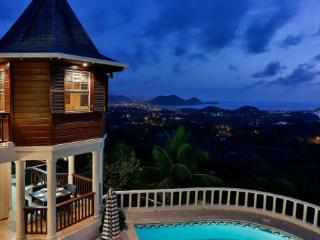 Newly renovated 4 Bedroom villa enjoys breathtaking panoramic views., Cap Estate
