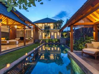 New 4 bedroom in Umalas: all inclusive top luxury!, Kerobokan