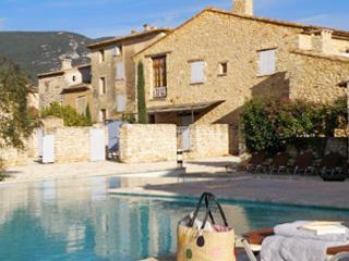 Rustic house with a swimming pool, Rustrel
