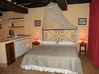 Relax e intimita - con balconcino - nel centro storico di Montepulciano ( Si)