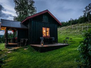Charming cabin at Paulsrud Farm, Gausdal Municipality