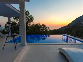 Stunning View/Heated Pool/Value for money!!, Baska Voda