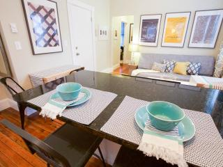 Amazing Little Italy location, 2bd sleeps 4-6 (m2), Boston
