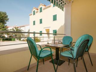 Apartments Barbara - One Bedroom Apartment with Terrace - Gino, Supetar