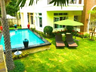 Nonthaburi Private Pool Villa 5 Bedrooms