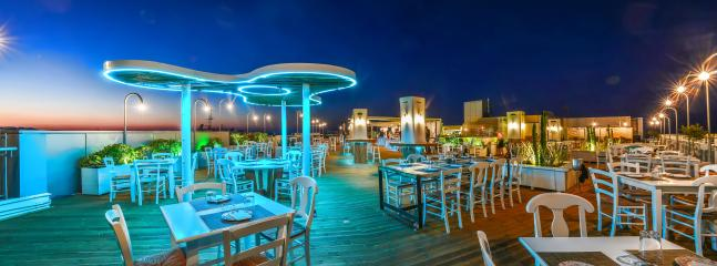 Taratsa cicktail and food bar with a special discount for guests