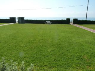 Apartamento con jardín en primera linea playa con vistas directas al mar