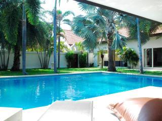 Dasiri Private Beach Pool Villa XXL, Pattaya