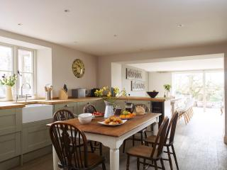 Kitchen, with breakfast table for 6