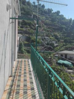 balcone la quale affaccia la camera da letto e il soggiorno