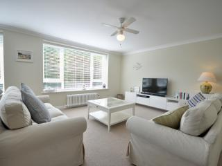8 Pinebeach - Spacious two bedroom by the beach apartment - Bournemouth