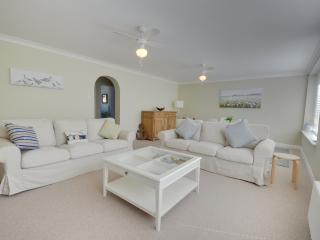 8 Pinebeach - Spacious two bedroom, beach front, Poole