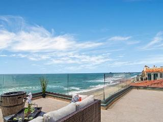 Oceanfront Condo w/ 4br's, 3.5ba's, rooftop deck/spa Designer Decorated & A/C