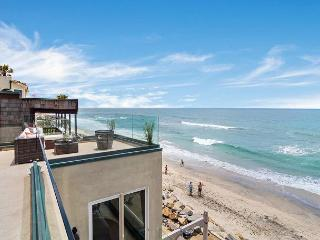 Beach Home with 8br's, 5.5ba's, rooftop decks, spas, Designer Decorated & A/C