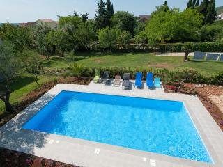 Villa with 50 m2 swimming pool
