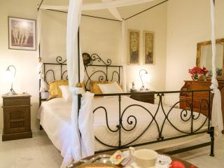 Lux home in Chania - fantastic gardens & view, Perivolia