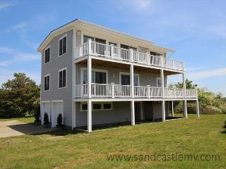 Beautiful four bedroom Katama house. One mile from South Beach!