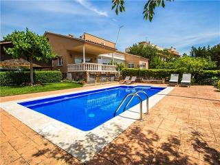 Idyllic villa in Castellarnau for 8-10 guests, a short drive/train ride from Barcelona!, Matadepera