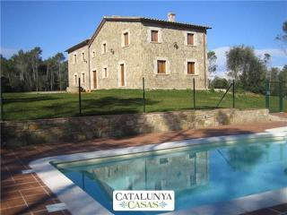 Spacious Catalan mansion in Banyoles, 35km from the Mediterranean coast, Porqueres