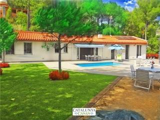 Fabulous and tranquil 4-bedroom countryside villa in Sant Feliu, 25km from, Castellar del Vallès