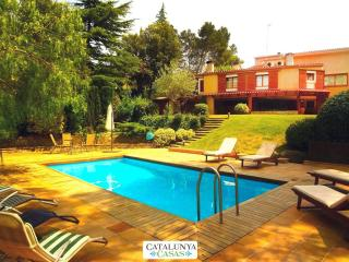 Fabulous country villa in Airesol D for 10 guests, surrounded by rolling hills and mountain views, Castellar del Valles