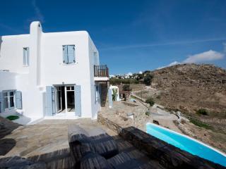 A spacious villa on Mykonos, 3 bedrooms, Psarou